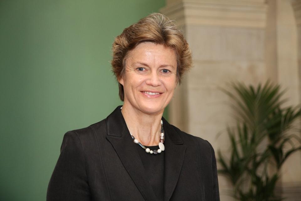 السفيرة البريطانية بربارا  ودورد