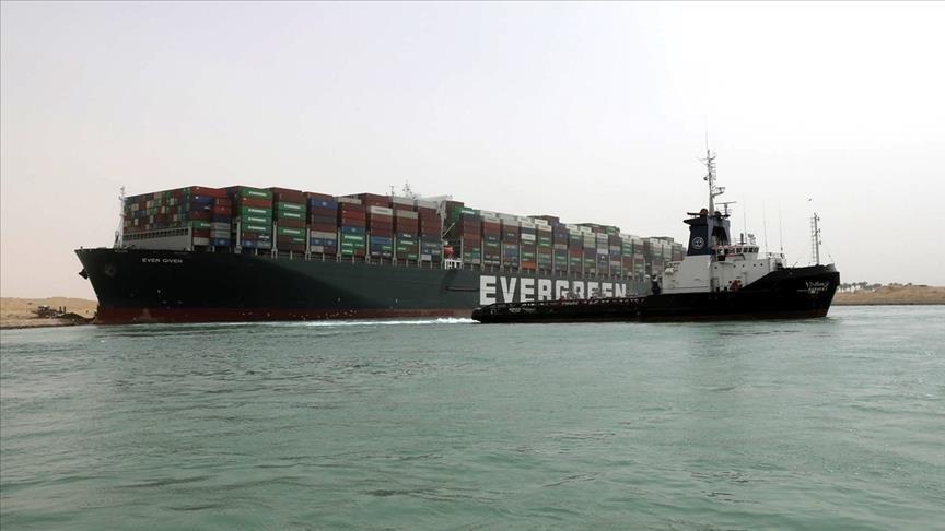 """رئيس""""قناة السويس"""":مليار دولار خسائر جنوح السفينةإيفر جيفن"""