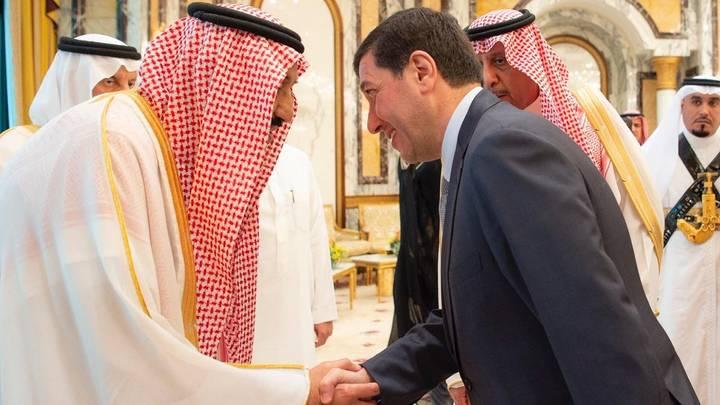 عمل باسم عوض الله سابقاً مبعوثاً خاصاً إلى السعودية ويعد صديقاً مقرباً ومستشاراً لولي العهد السعودي محمد بن سلمان (وكالة الأنباء السعودية)