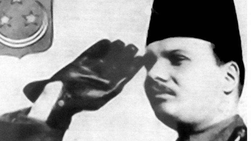 """الملك فاروق... حكاية ملك مصر المتهم بـ """"التواطؤ"""" مع هتلر"""