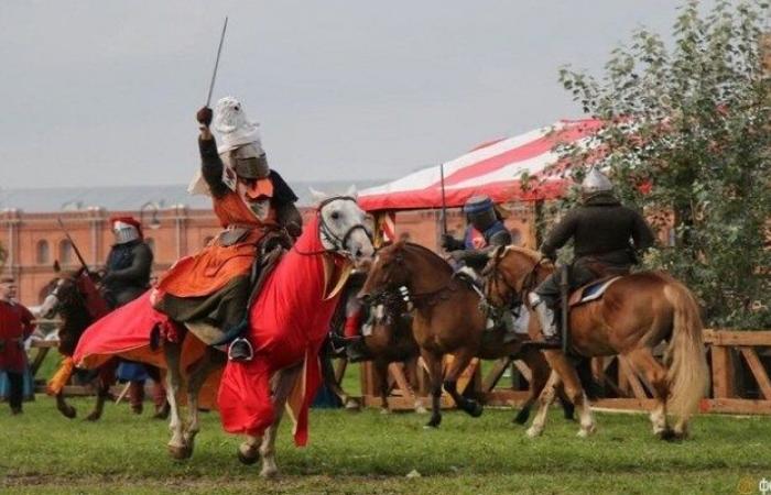 """المهرجان في قلعة """"بيتروبافلوسكايا"""""""