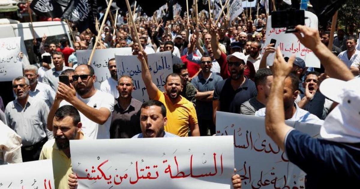 """محكمة فلسطينية تعقد أولى جلسات محاكمة قتلة المعارض """"بنات"""""""