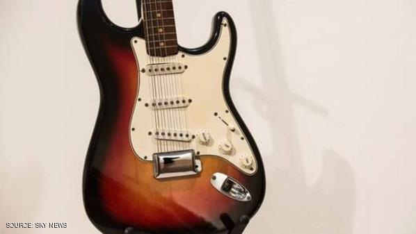 رقم قياسي بالمزاد لغيتار بوب ديلان الكهربائي