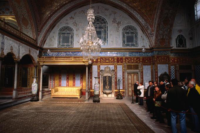 """سراي السلطان .."""" كلمة """" تنشر كتاب سفير البندقية عن السلطنة العثمانية"""
