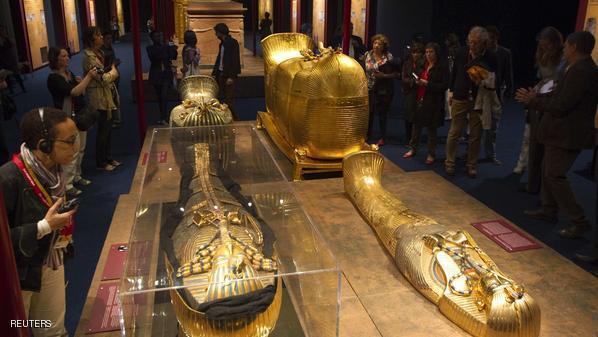أثريون مصريون : تمثال نادر للملك توت عنخ آمون بمعابد الكرنك تعرض للدمار