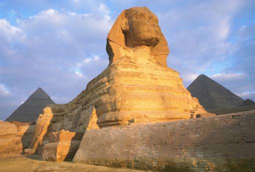 تمثال أبو الهول يخضع لعملية ترميم جديدة