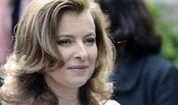 صديقة سابقة تكشف المستور من حياة الرئيس الفرنسي الخاصة في  كتابهاعنه