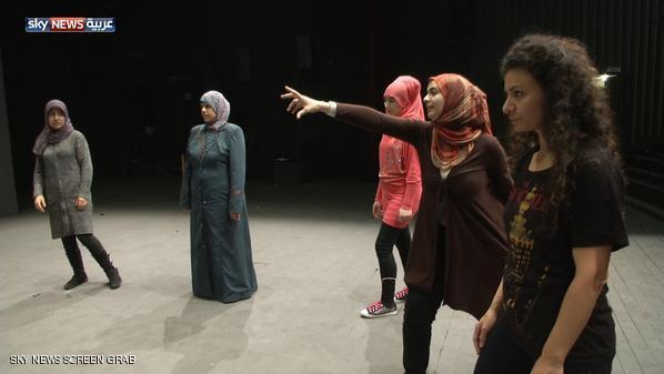 أنتيغون سوريا.. لاجئات على خشبة مسرح بيروت