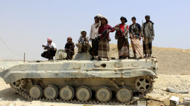 مسلحو القاعدة يسيطرون على مطار المكلا جنوب شرقي اليمن