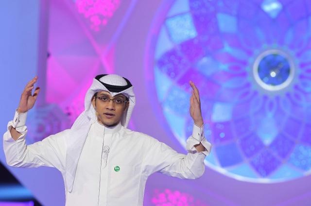 حيدر العبدالله حمل بردة الشعر وخاتم الإمارة إلى السعودية