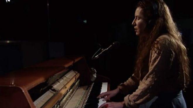 كاثرين جوزيف تفوز بجائزة الألبوم الغنائي للعام باسكتلندا