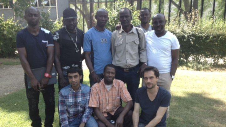 ثمانية مهاجرين غير شرعيين على خشبة المسرح في مهرجان أفنيون