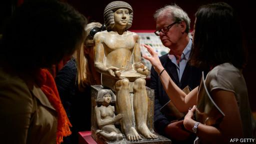 دعوات في مصر لجمع ملايين لاستعادة تمثال فرعوني من بريطانيا