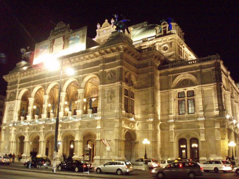 شتراوس يدشن اليوبيل الماسي لاحتفالات أوبرا فيينا بالعام الجديد
