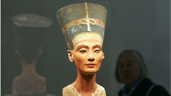 علماء مصريات يطالبون بالإعلان عن مكان قبر الملكة نفرتيتي