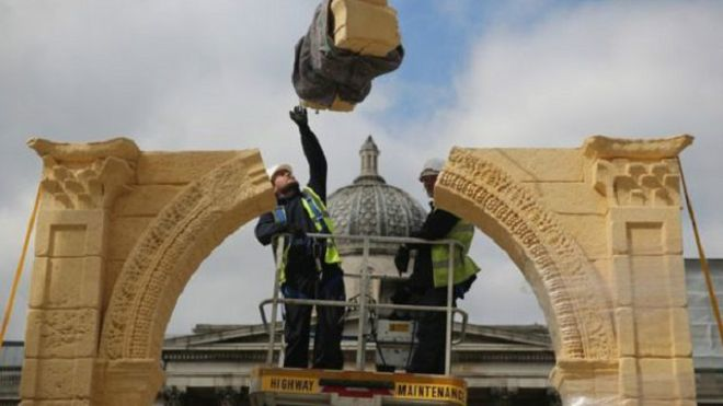 إعادة نصب قوس النصر التدمري في لندن