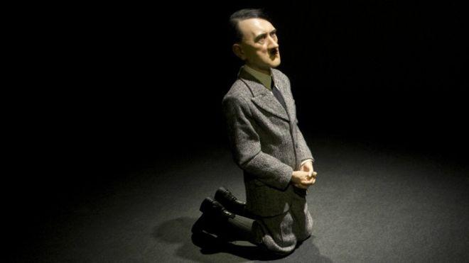 """بيع تمثال """"هتلر الراكع"""" في مزاد بأكثر من 17 مليون دولار"""