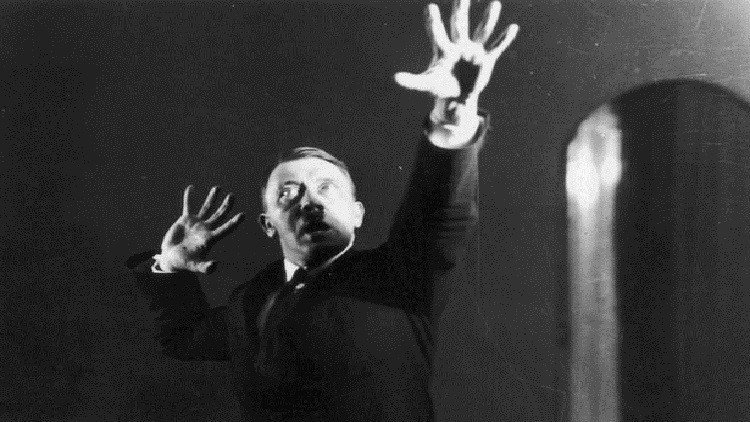 باحثون: هتلر كان له أخ أصغر توفي بمرض استسقاء الرأس