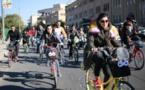 العراقيات يركبن الدراجات الهوائية لتعود الحرية لنساء بغداد