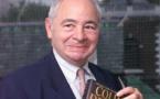"""وفاة الكاتب كولين دكستر مؤلف سلسلة الروايات الشهيرة """"المفتش موريس"""""""