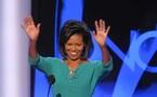 """ميشال اوباما : زوجي مضحك""""غريب الأصول"""" ويرتدي ملابس داخلية مثقوبة"""