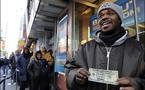 منقذ مجهول يوزع الدولارات في نيويورك ومدن اخرى