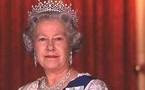 حراس ملكة بريطانيا يجلسون على عرشها ويتبادلون الأفلام الإباحية