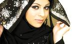 قاض سعودي يجيز صفع المرأة ان صرفت 900 ريال لشراء عباءة نسائية