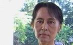 محاكمة زعيمة المعارضة في بورما بتهمة إقامة أمريكي في منزلها