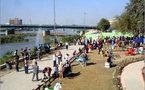 العراقيون يسترجعون تقاليدهم.. المسحراتي عاد الى الفلوجة ودبت الحياة في شارع أبي نواس