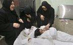 """عائلة السموني تستقبل المهنئين بغصة فالعيد يجدد أحزانها و ألم عائلات """"الشهداء"""" في غزة"""