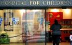معالجو الطفل المريض تشارلي بلندن يتلقون تهديدات بالقتل