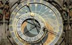 ترميم الساعة الفلكية رمز مدينة براغ