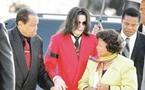 تأجيل محاكمة طبيب مايكل جاكسون للعام القادم ووالده لن ينال من تركته فلساً واحدا