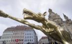 تماثيل لذئاب تؤدي تحية هتلر في ألمانيا