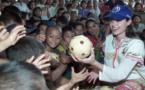 مجلة تؤكد وموقع ينفي حكاية تبني أنجلينا جولي لطفل سوري
