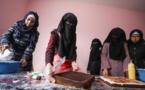 صناعة الكعك.. طوق نجاه لفلسطينيات من مستنقع الفقر