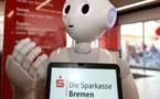 """الروبوت """"لونا"""" : متحدثة لبقة وماهرة في مصرف ألماني"""