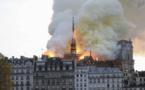 انهيار البرج التاريخي بكاتدرائية نوتردام في باريس بحريق
