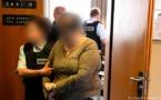 القبض على امرأة في ايطاليا لاجبارها ابنتها المراهقة على البغاء