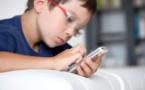 تلاميذ يعانون من الابتزاز الجنسي و المغازلة عبر الهاتف الذكي