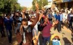 أصوات معارضة فى السودان : الثورة بدأت توا