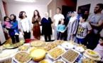 حفلات عشاء شهرية للاجئين في أمريكا لمساعدتهم على والاندماج والكسب المشروع