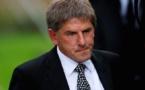 إيقاف اللاعب الإنجليزي السابق بيتر بيردسلي بسبب تعليقات عنصرية