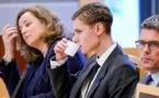 النرويجي المتهم بإطلاق النار على مسجد يؤدي التحية النازية بالمحكمة
