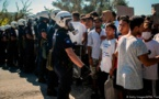 نقل مئات المهاجرين من اليونان للبر الرئيسي من مخيمات مكتظة