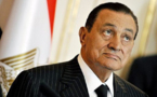 مبارك، الذي توقف قلبه مرتين عن العمل، يتهم السلطات بالرغبة في قتله في السجن