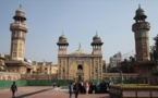 """مسجد """"وزير خان""""في البنجاب مقصد سياحي قائم من القرن السابع عشر"""