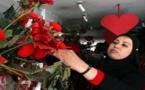 """عيد الحب"""" في العراق... أسواق مكتظة بالهدايا وإجراءات أمنية في الشوارع"""