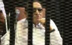 """دمج """"الفساد وقتل المتظاهرين"""" وتأجيل محاكمة مبارك ووزير داخليته ومساعديه"""